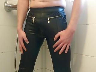 Fully Pissed + Cum In The Leggins