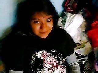 Inocente Latina Con Leggins Se Masturba