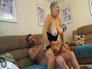 videa s babičkou MILF