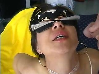 [piss Drinking] Stunning Masked Lady Wants More Wee