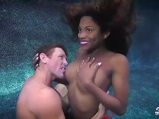 Underwater - Lola Chanel