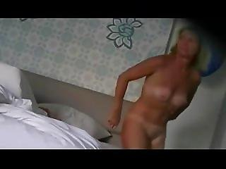 Big Ass Wife On Hotel Bath Hidden Cam