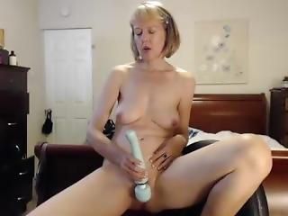 Webcam Sexy Sports Bra Cougar