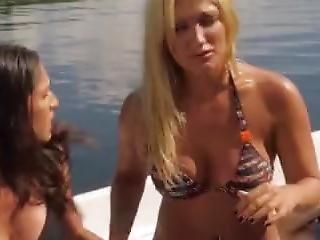 Brooke Hogan Carmen Electra - 2 Headed Shark Attack