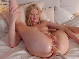 Big Butt Cam Girl Inserts Dildo Machine Anal Live