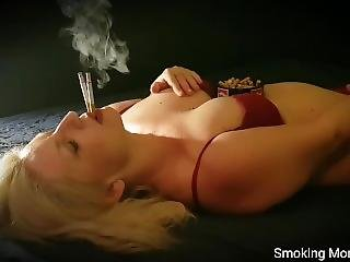 This Smoker Girl Will Suffer A Heart Attack And A Fatal Ending Lung Cancer