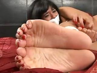 Shazia Sahari Foot Worship