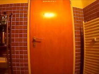 Ktzchen On The Toilet