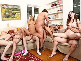 Kiimainen lesbot orgia