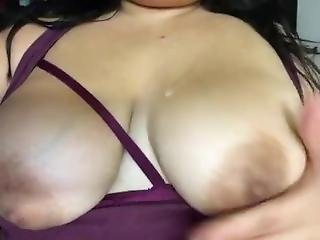 Vixievixen Loves Playing With Titties