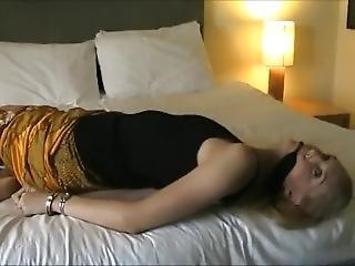 chick, blonde, bondage, engels, geboeid, fetish, handboeien, porno ster, solo