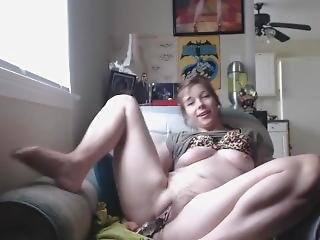 Thick Teen Gets Super Wet While Masturbating In The Living Room