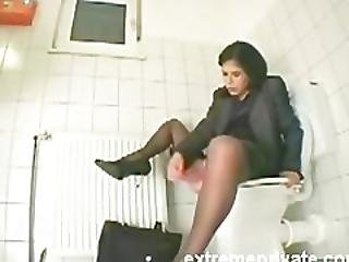 My Sister Amanda Cumming On The Toilet Seat