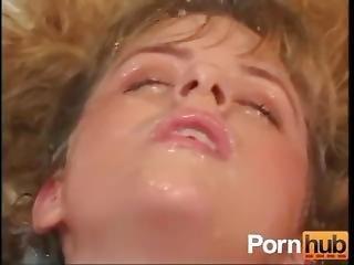 ξανθιά, χύσια, πορνοστάρ