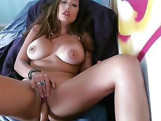 Chubby Babe Dildoing Her Pussy