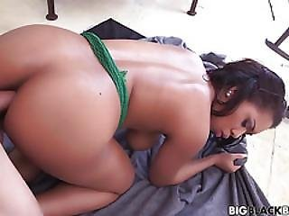 Big Fat Booty Bouncing All Around