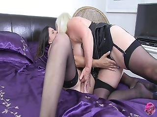 британский, бабушка, поцелуи, кружево, латекс, лесбиянка, дамское белье, киска, секс