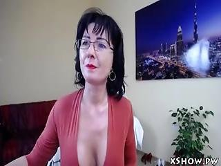 Sexy Mature Mom Live Camshow