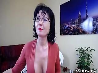 Sexy Mature Mom Live Camshow