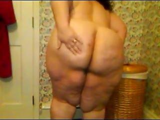 Milf In The Bathroom. Rosaline From Dates25.com