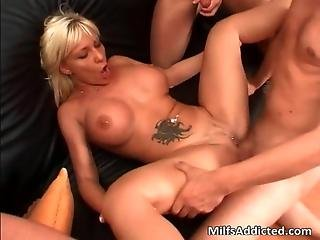 Horny Tattooed Milf Blonde Gets Mouth