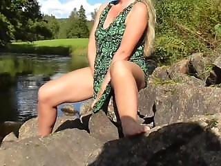 On The Road Huge Outdoor Squirting Milf Hidden Cam Caught Girl Masturbate