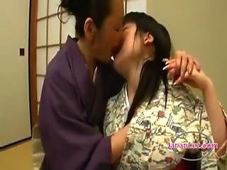 Asian Teen In Kimono Kissed Getting Her Tongues Sucked By Mature Woman On The Floor In The Room