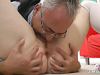 Slutty Gaffer Drills The Juicy Vagina Of Dark Brown Beauty Leone Queen On The Floor