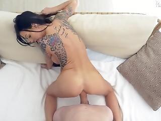 Melissa Lynn Takes A Shower A Then Fucks On The Sofa