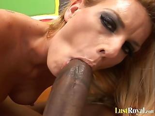Curvy Babe Darryl Hanah Loves Eating Black Dick