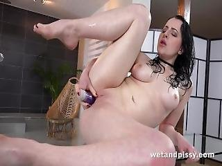 Wetandpissy   Vibrator Play For Piss Drenched Babe Quinn Lindermann