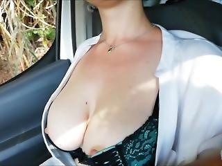 Car Sex.. / Mi Ecciti , Mi Lascio Toccare E Ti Spompino Mentre Guidi