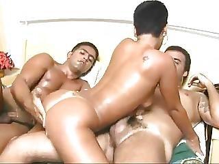 Blowjob, Brasiliansk, Bukkake, Sperm, Dobbel Penetrering, Gruppesex, Penetrering, Kort Hår