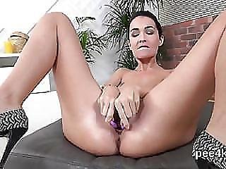 Breathtaking Nympho Is Peeing And Pleasing Shaven Pussy