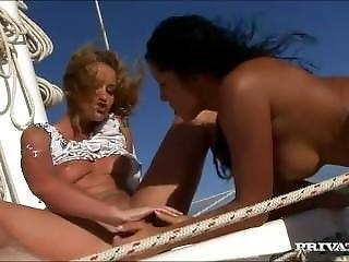ボート, ブルネット, レズビアン, 舐める, おまんこ, おまんこをなめる