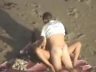 Couple Caught Fucking On The Beach By A Peeper
