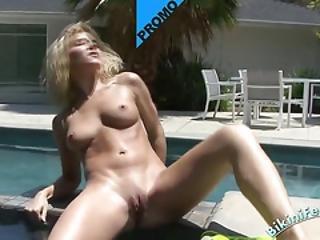 Blonde Slut Rubbing Her Cunt