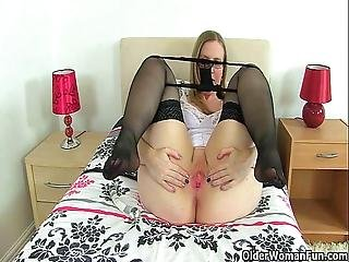Uk Milfs Sammie And Louise Love Dildoing Their Mature Pussy