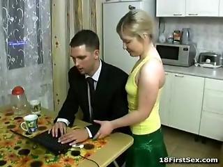 Cogiendo En La Cocina
