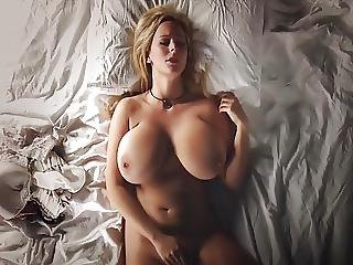 Big Tits Girl Rubbing Her Juicy Pussy