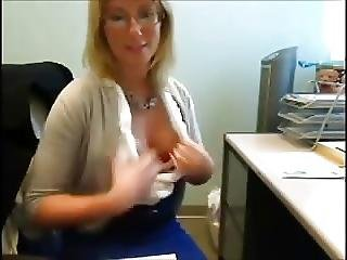 Littlekissmuffin Mature Plays In Office