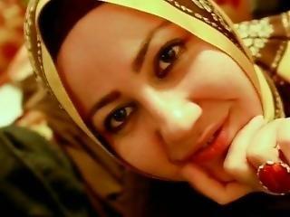 Saliha Sultan T�rbanl? Sakso Pornosu