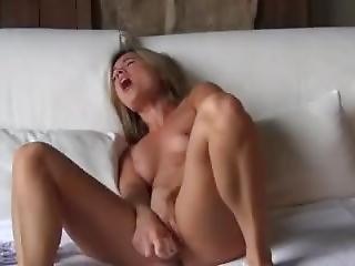 Blonde Babe Screaming Orgasm