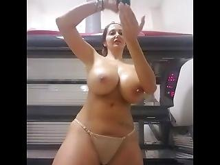 My Dubai Emoloyee Show Me Her Assets For Modeling