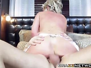Gorgeous And Sexy Bride Enjoys In Wild Anal Fucking On Sofa