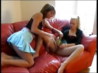 Lesbian Babes Squirting