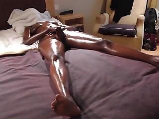 Ebony Masturbate To Orgasm (oiled)