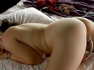 Teenage Girl Enjoys Her Naturel Body
