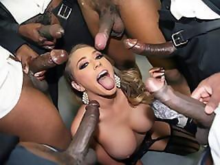 art, grosse bite black, grosse bite, black, blonde, pipe, trio, poitrine généreuse, éjaculation, deepthroat, bite, niquage de tête, dans la tête, nique, bâillonement, gangbang, sexe en groupe, hardcore, interracial, orgie, star du porno, sexe, au travail