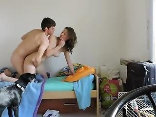 Couple �tudiant Fran�ais, Il Baise Mal Sa Copine Devant Le Chien Lol